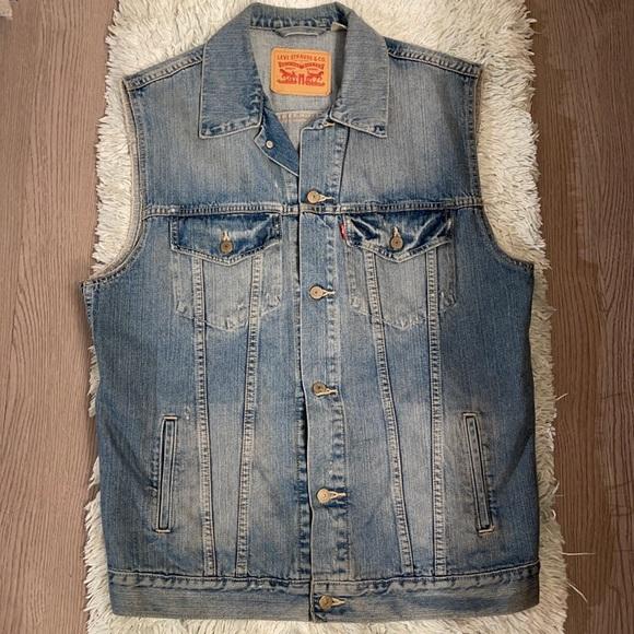 Men's Levi's trucker vest